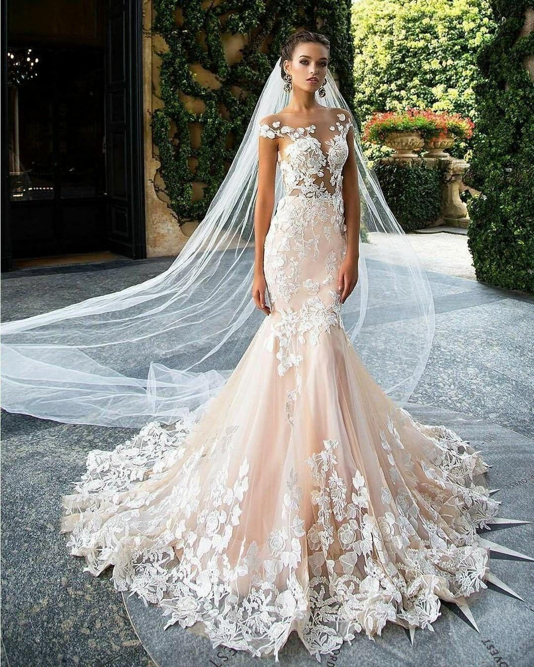 Wedding dress pin up train  Pin by Carma Silva on estilo sirena novia  Pinterest