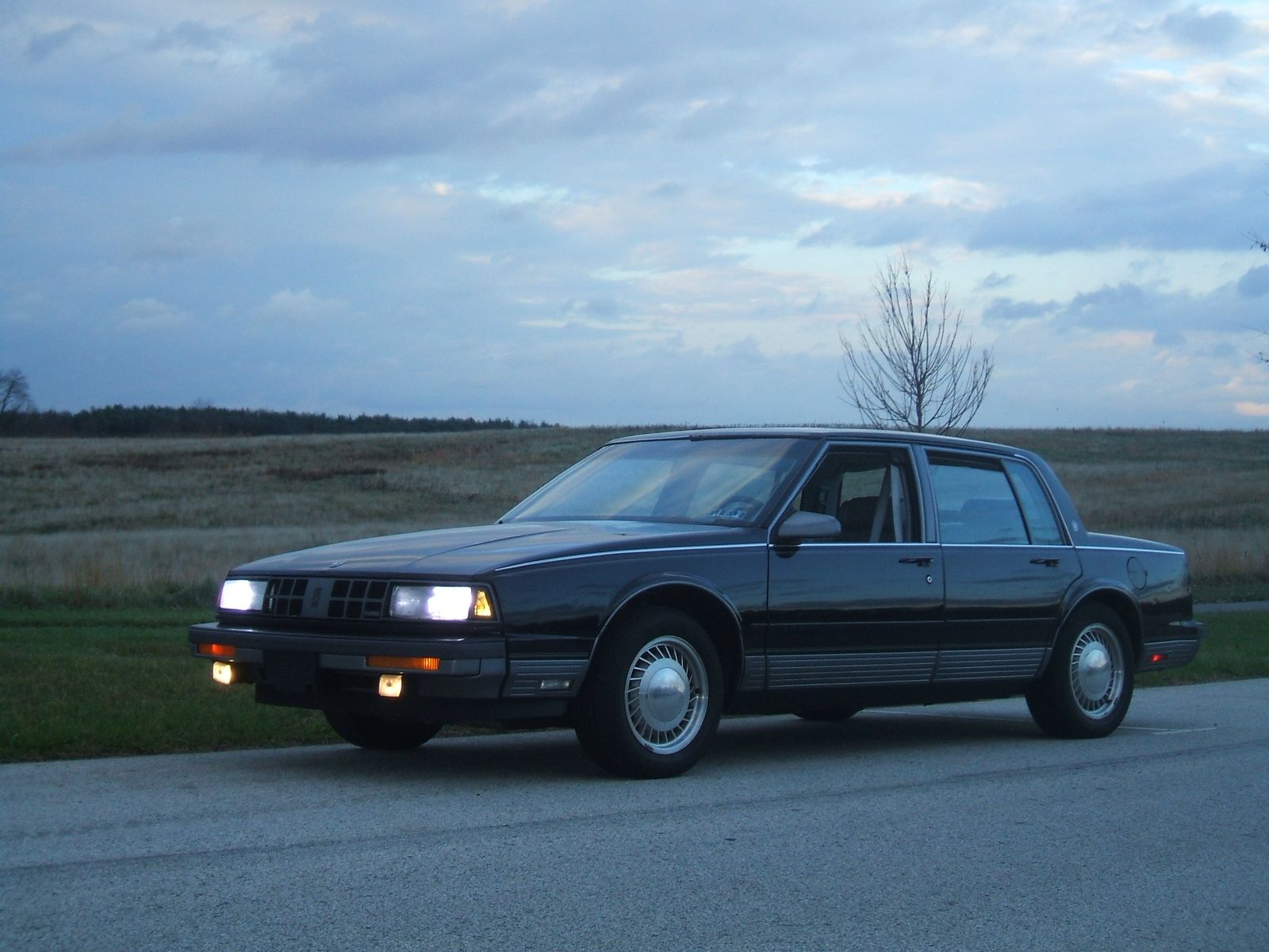 1990 Oldsmobile Ninety Eight Touring Sedan Midnight Blue So Dark It Looked Like Black Gm S 3800 V 6 One Of The Best Engines Ever Oldsmobile Touring Sedan