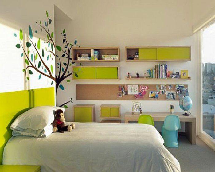 jungenzimmer gestalten weißes bett grün blau baum wanddeko zwei ...