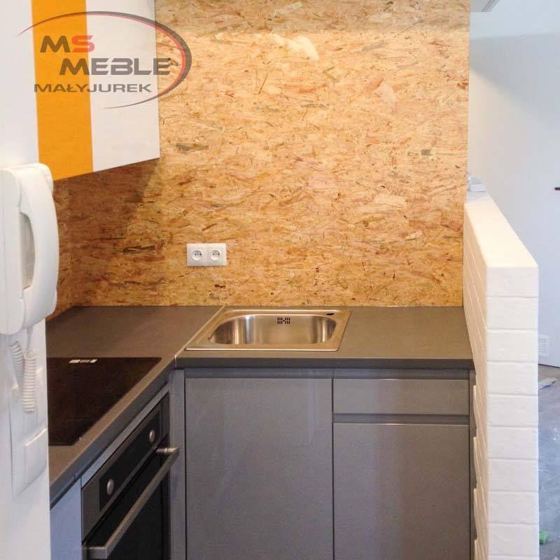 Kuchnia Z Plyta Osb Na Scianie Wykonana Przez Ms Meble Malyjurek Flooring Home Tile Floor