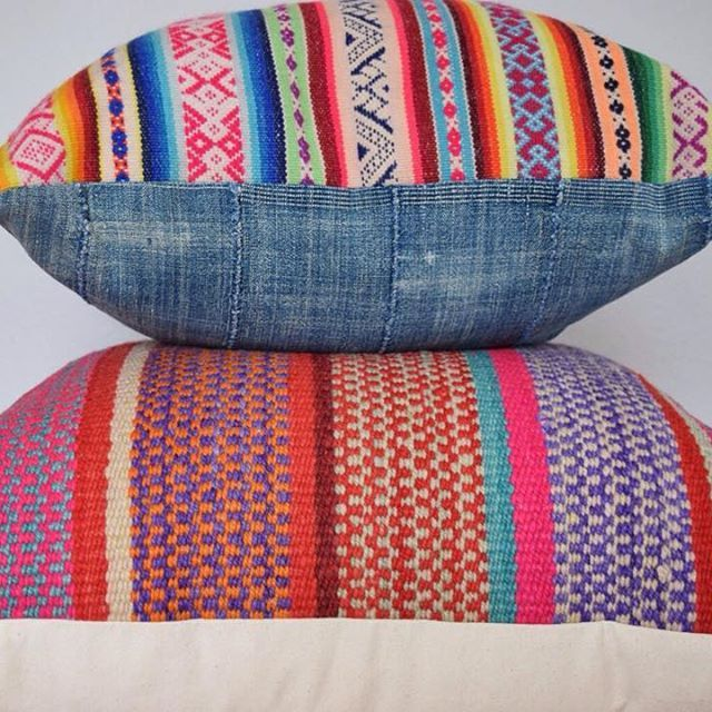 Another awesome stack of #pillows. The top pillow has authentic #indigofabric from #africa paired with my fav Peruvian manta #textiles. Shop link in bio. #homedecor #decor #interior #interiordesign #pillow #color