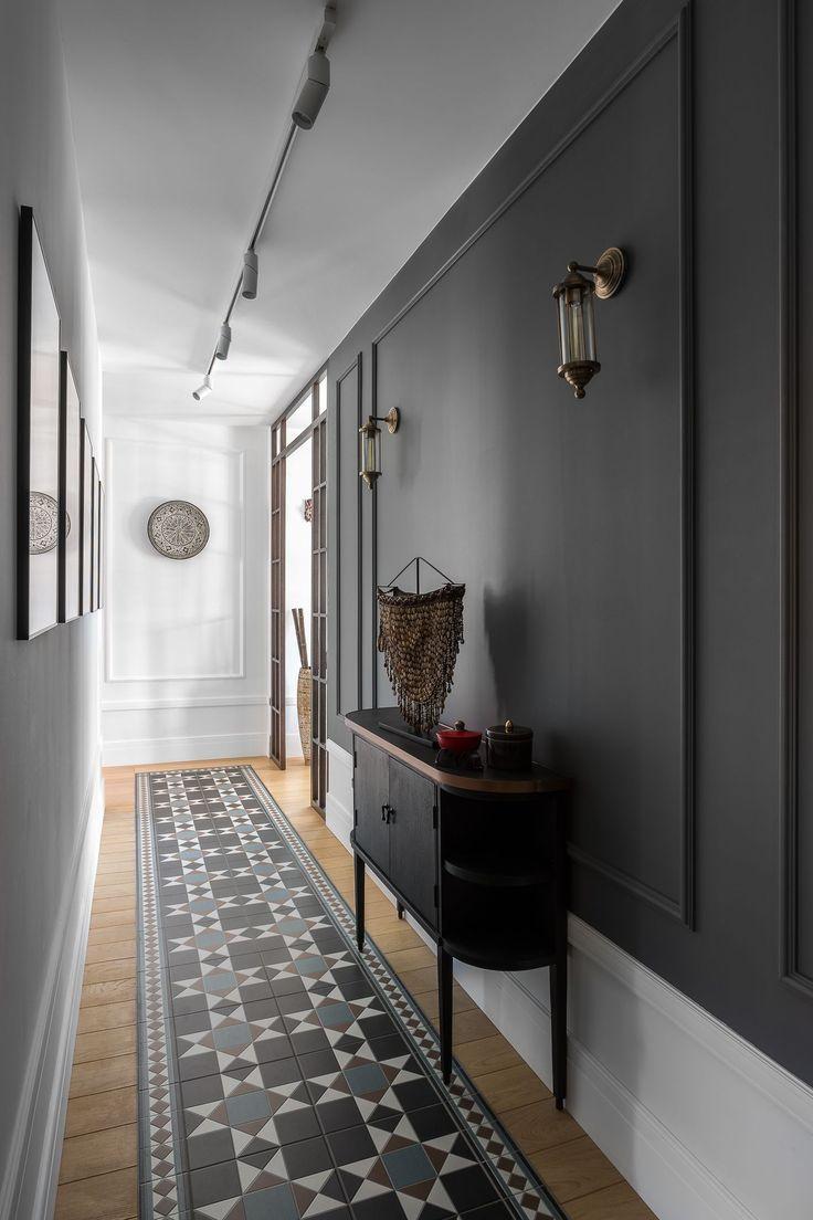 couloir gris et blanc pour laisser