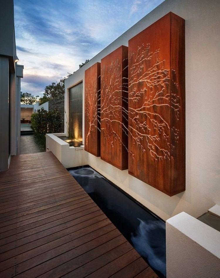 wanddeko auf der terrasse lasergeschnittene cortenstahl