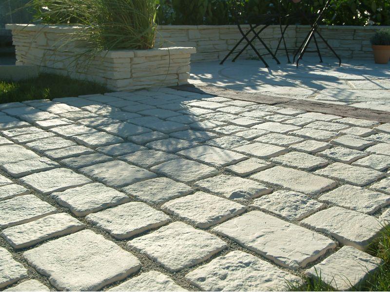 Paves anciens en pierre allée de garage Pinterest Gardens