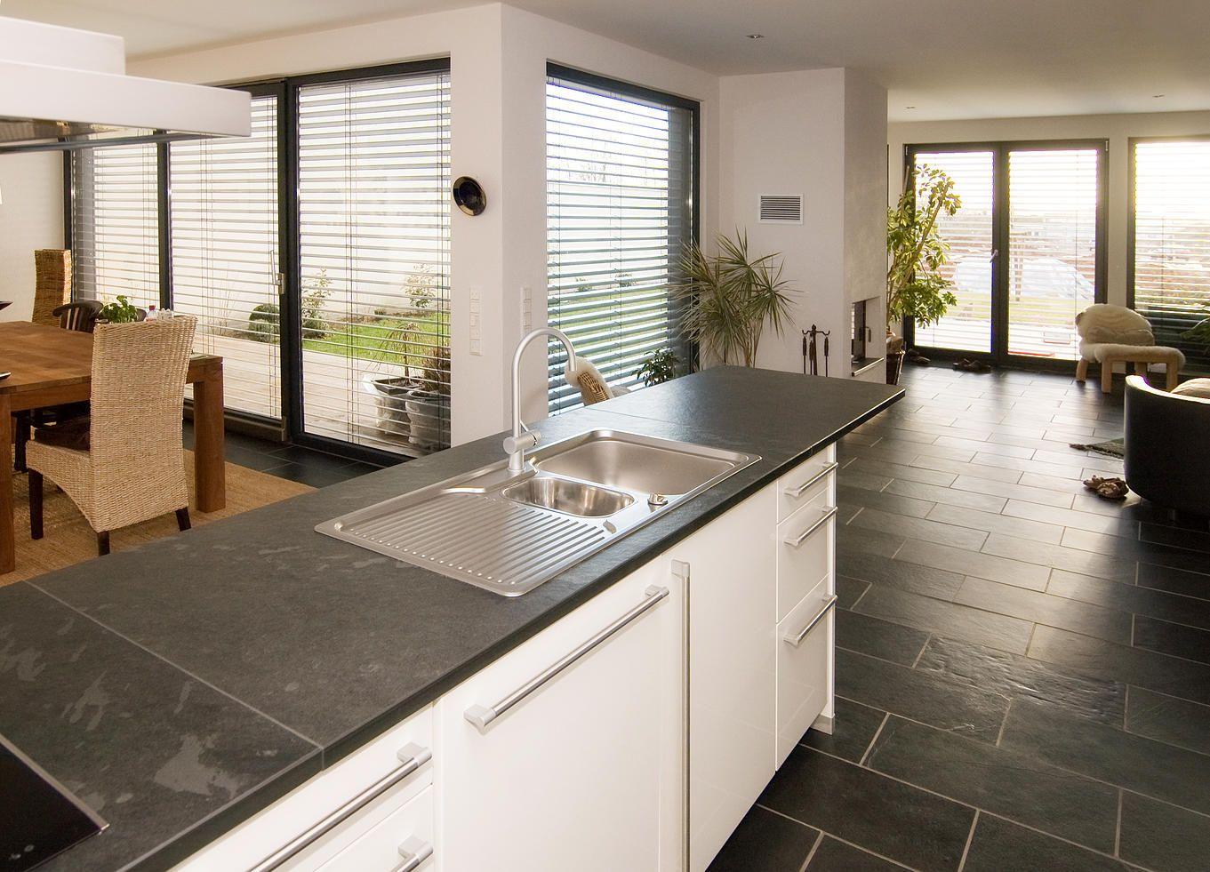 Kuchengestaltung Mit Schiefer Und Naturstein Kuche Naturstein Kuchenboden Arbeitsplatte Kuche
