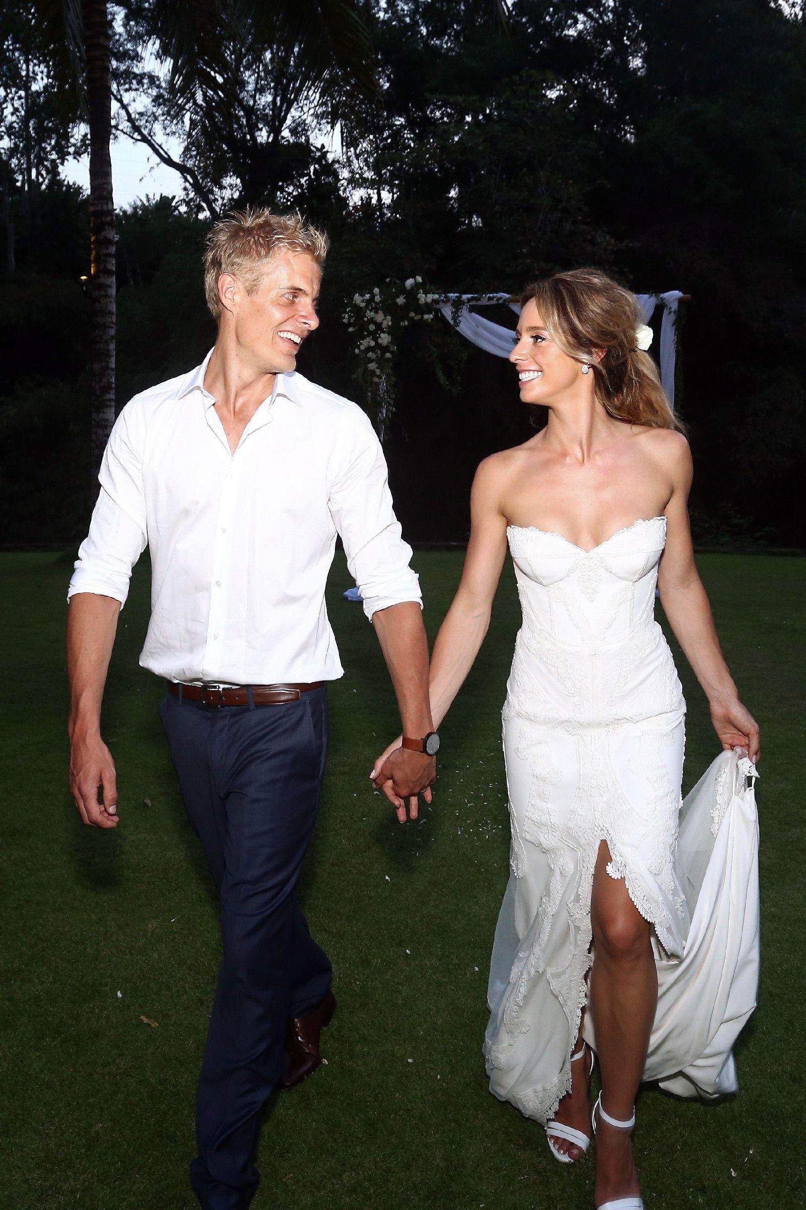 Jane Hill Valentine variation gown Pre-Owned Wedding Dress | Still ...