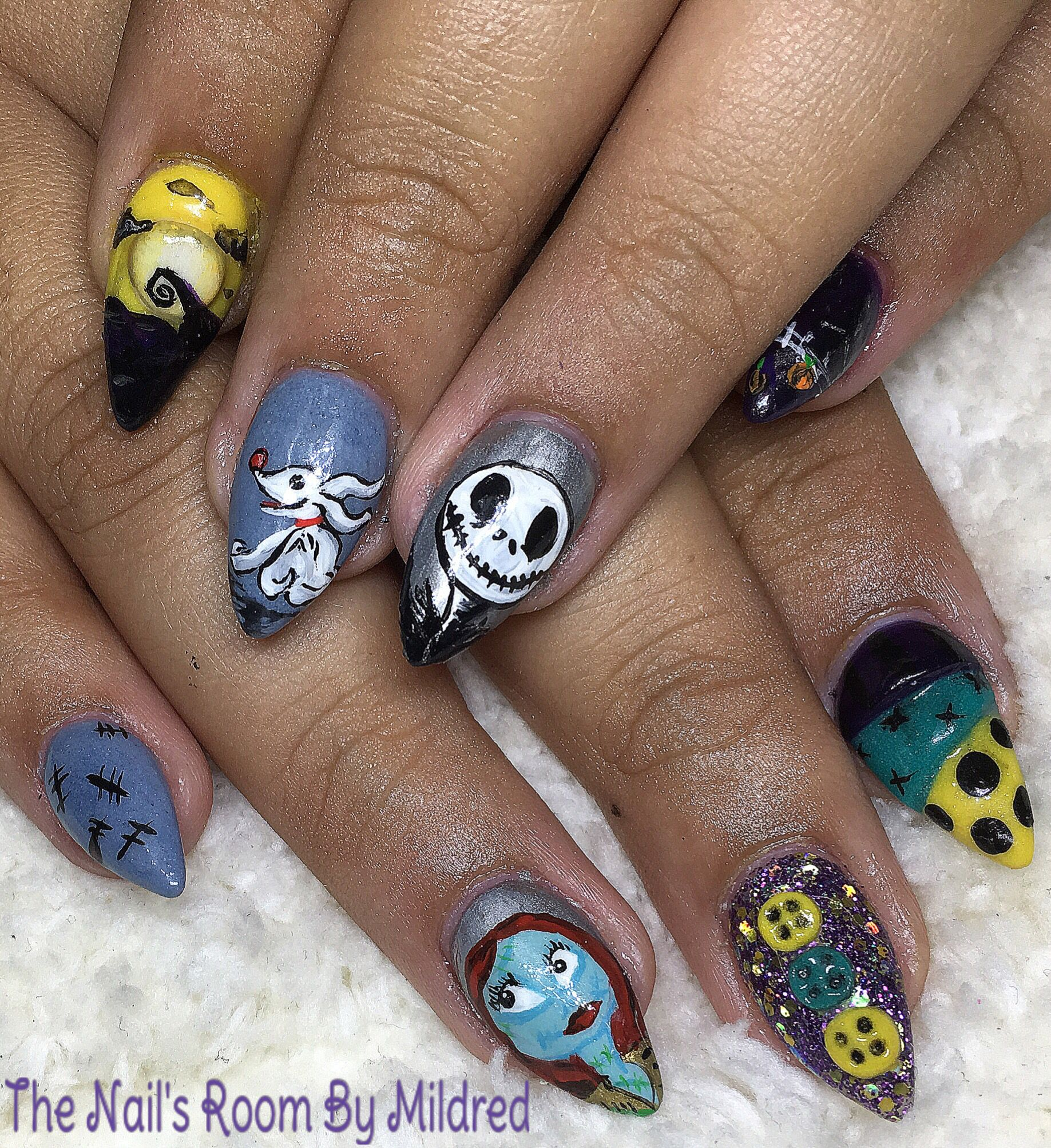 A Nightmare Before Christmas themed nails #thenailsroom #uñas ...