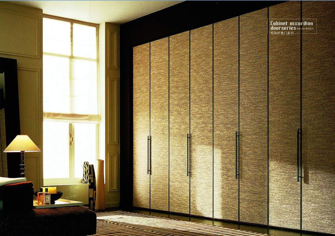 China Bedroom Decorative Bi Folding Closet Doors Durable Aluminum