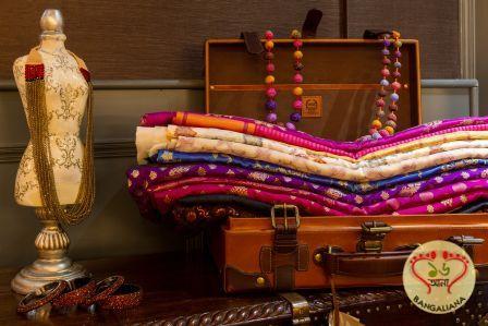 Exclusive Varanasi Weaves Exhibited at Taj Khazana Trunk Show : http://fashion.sholoanabangaliana.in/exclusive-varanasi-weaves-exhibited-at-taj-khazana-trunk-show/