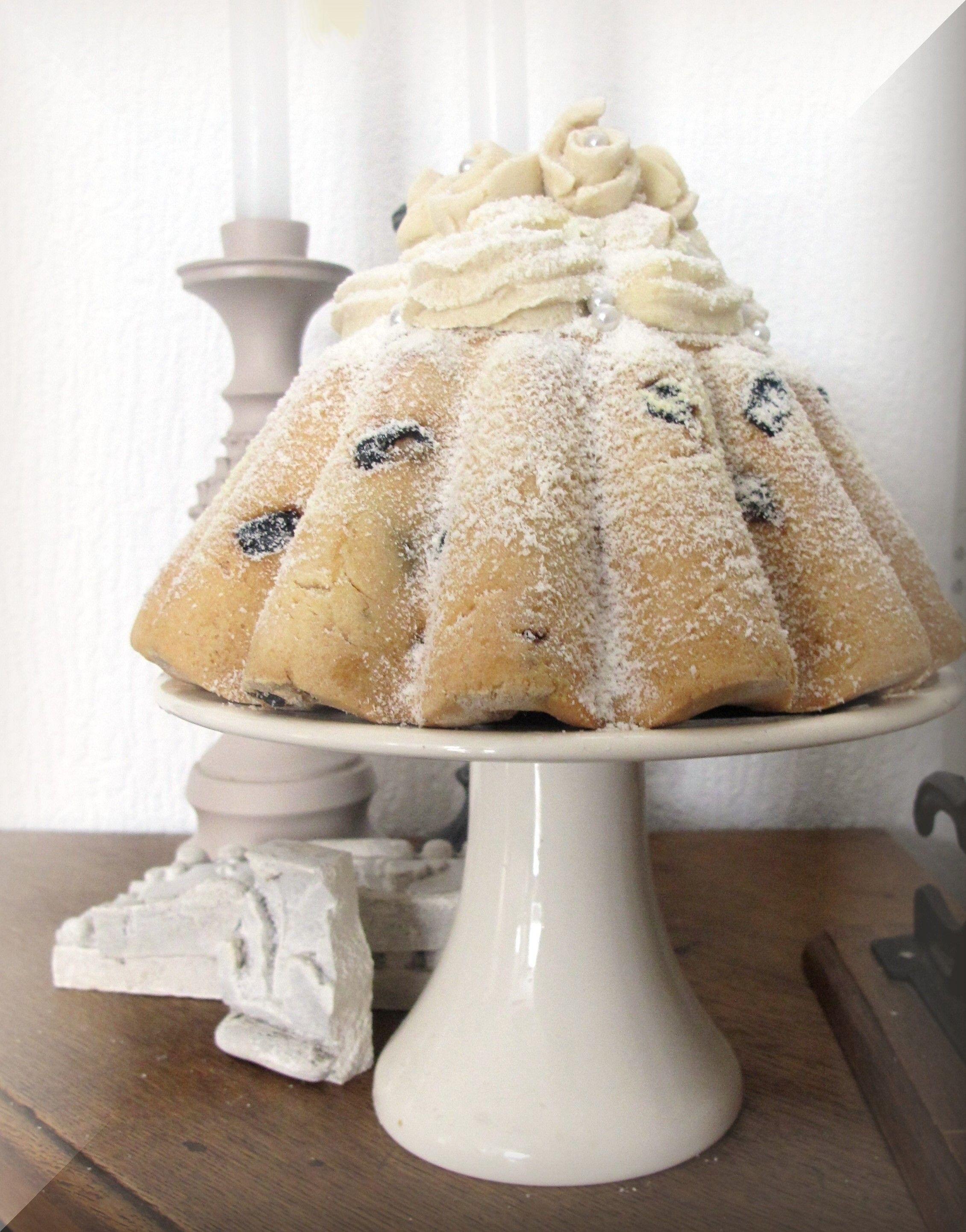 Chique taart in de zoutdeeg echte rozijnen gedaan for Decoratie nep snoep