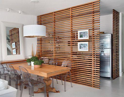 cuisine ouverte et fermée la séparation en bois horizontale