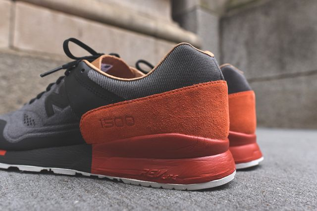 UPDATE: Check out these on foot shots courtesy of Titolo. And New Balance have done it once again! Our first taste of the re-engineered 1500 runner came in the form of a beautiful black and tan combination, and staying with the predominant black feels, today's look switches out the tan leather hits for a luscious serving …