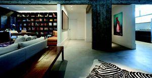 Poesia concreta - Quase todo preto e branco, esse apartamento mostra poucos toques de cor e muita personalidade
