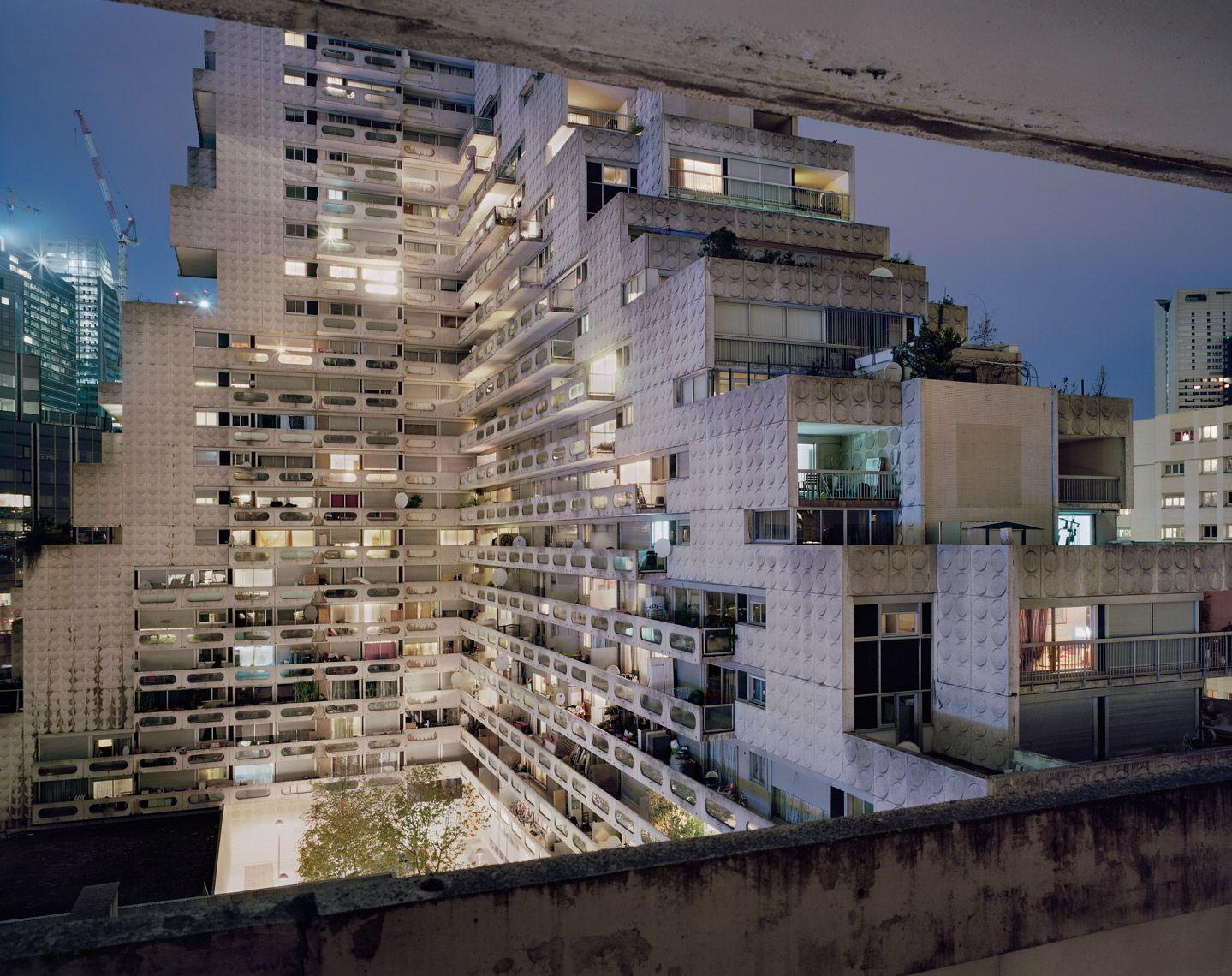 Souvenir d'un Futur Noisy-le-Grand by Laurent Kronental, architect Ricardo Bofill