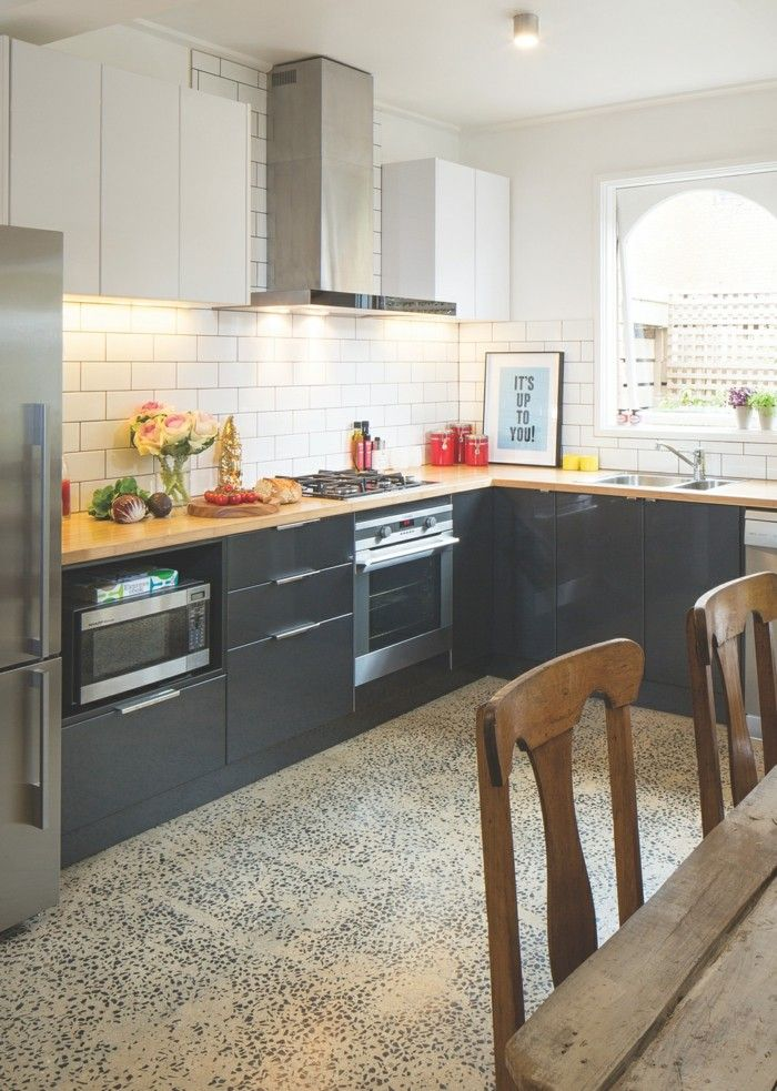 Küche in l form  küche l-form graue küchenschränke und ausgefallener bodenbelag ...