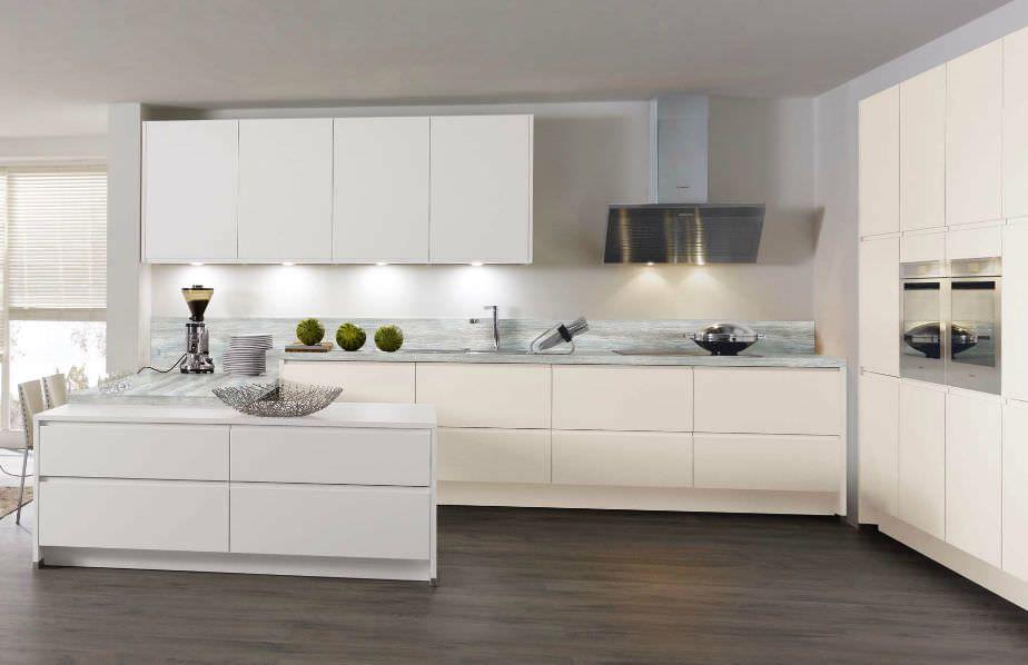 Contemporary kitchen   matte   lacquered 675 FIALA Wellmann - küche hochglanz oder matt