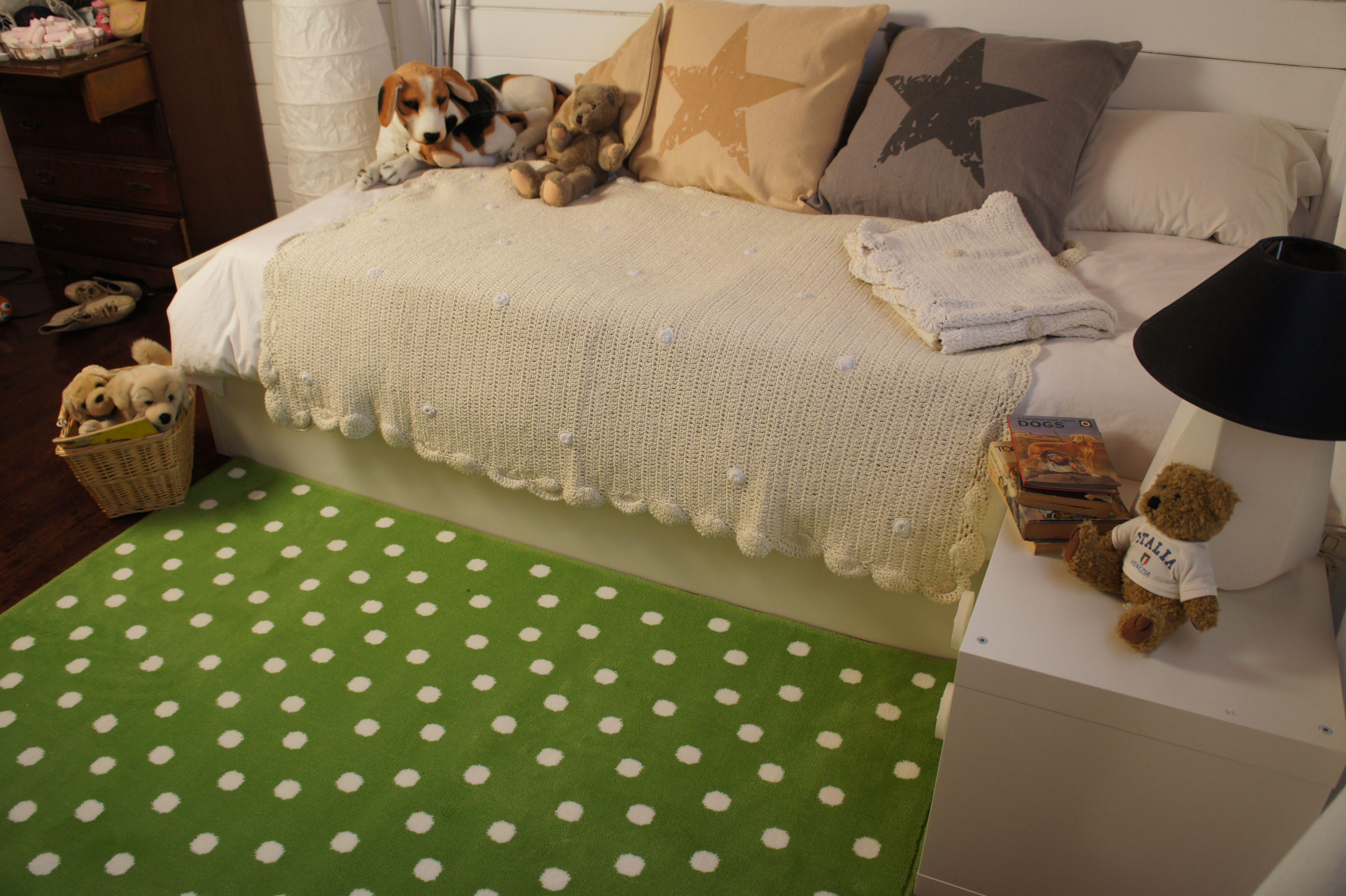 alfombra acrílica topos verde, descúbrela en nuestra web! www