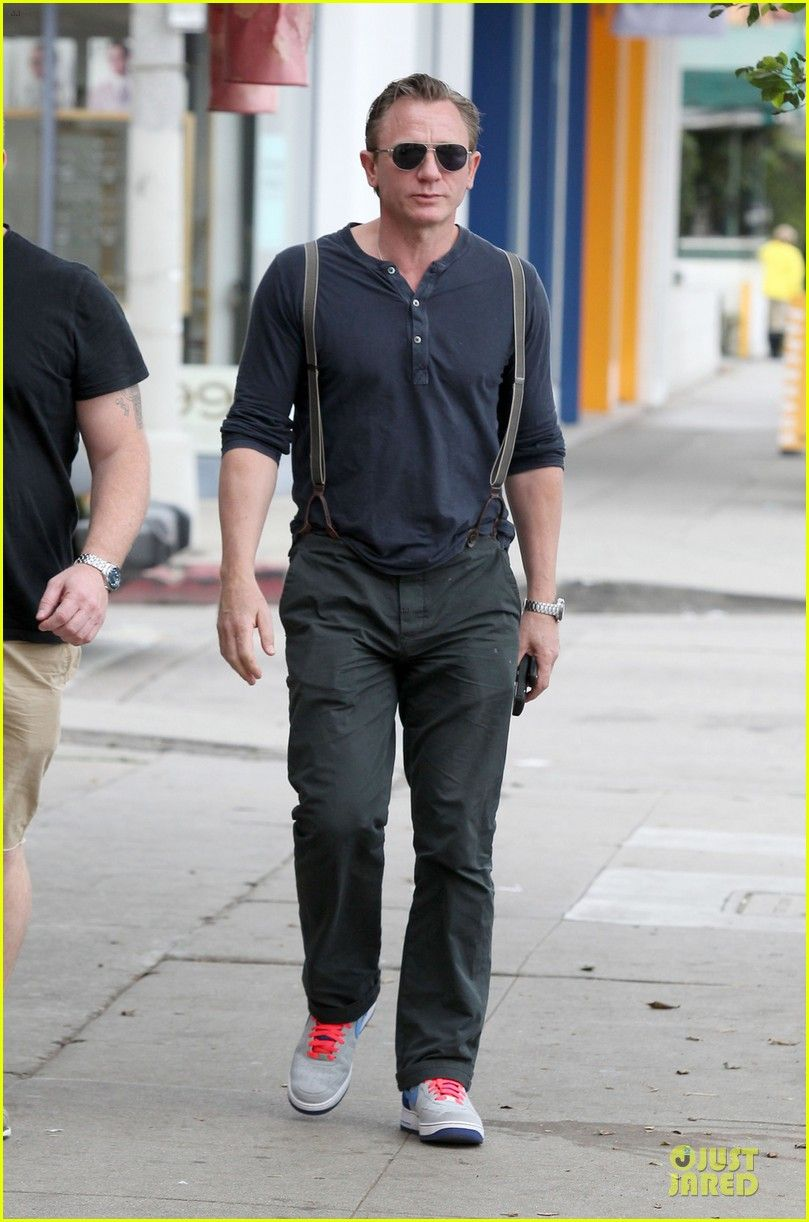 Daniel Craig Sports Trouser Suspenders For L A Outing