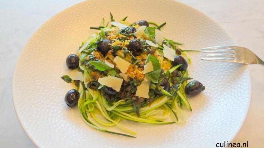 Courgettini met olijven, basilicum en pangrattato