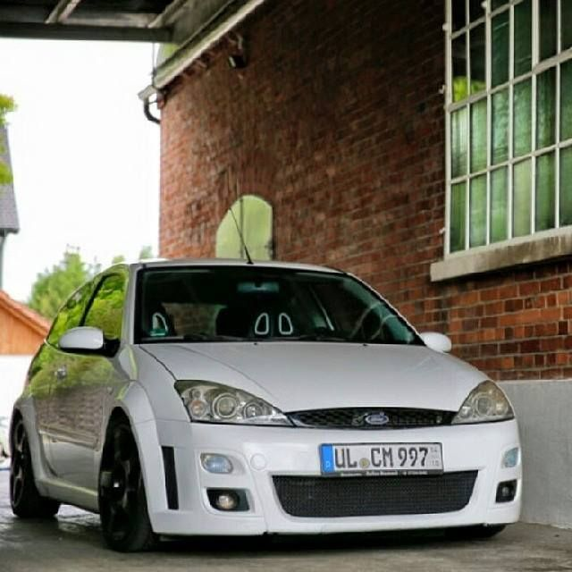 White Ford Focus Mk1 Rs With Images Ford Focus Ford Focus Svt
