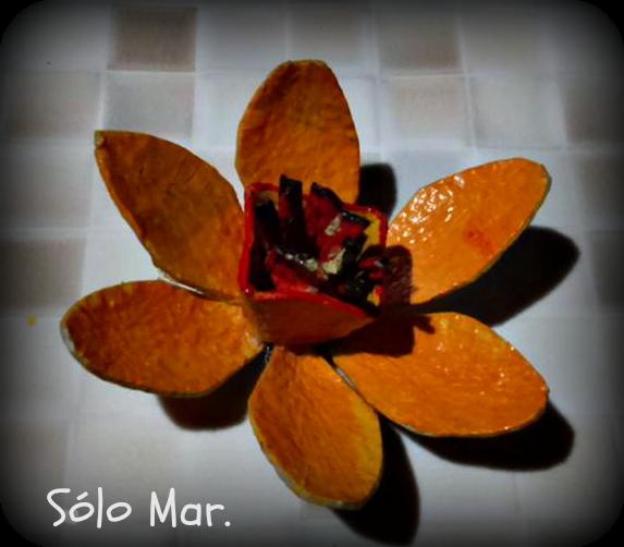 Narciso realizado con el cartón de las hueveras de Sólo Mar