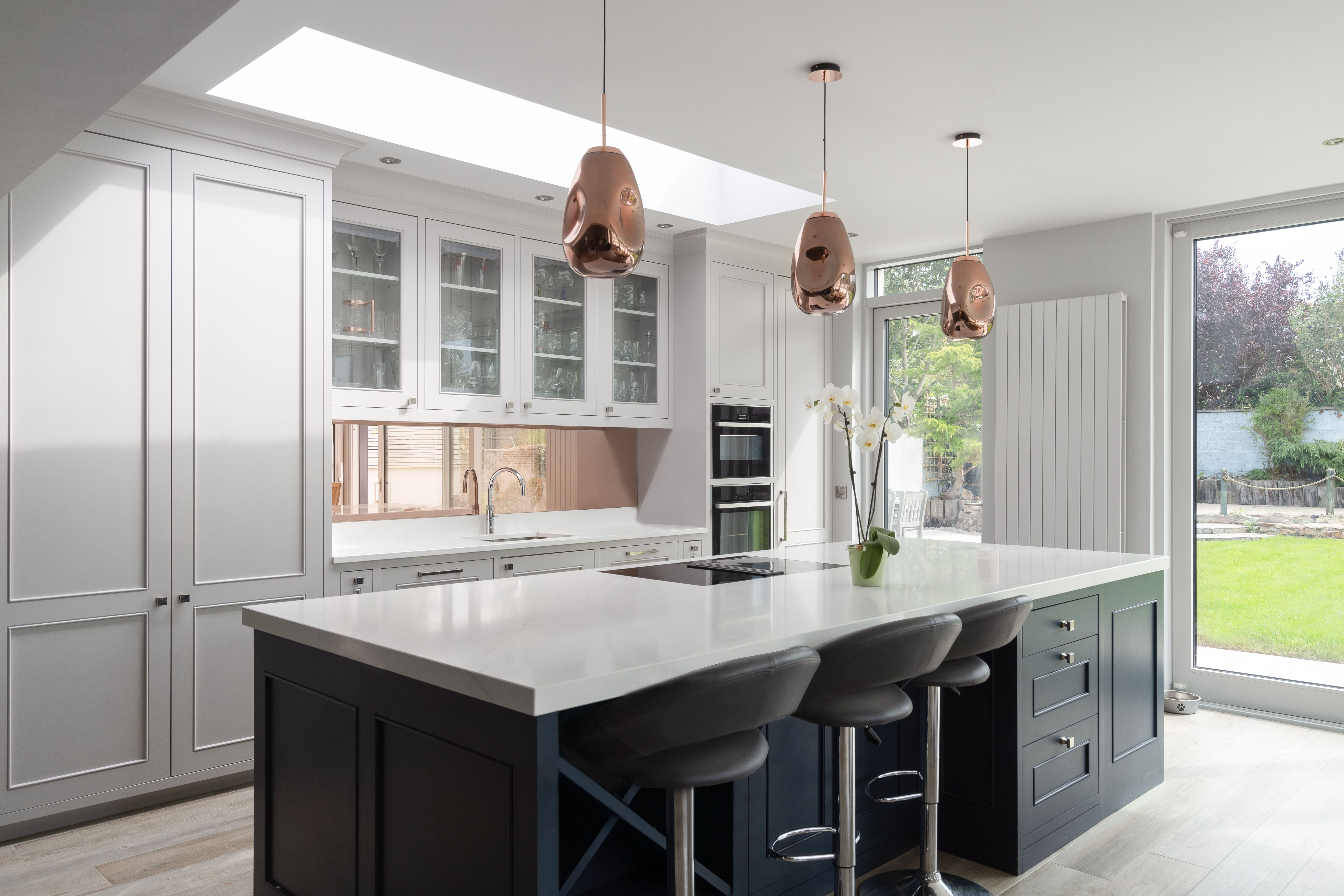 Stunning Kitchen Design With Beautiful Marble Island in