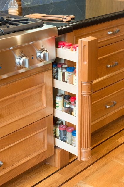 Pull out spice rack behind column in base cabinet ...