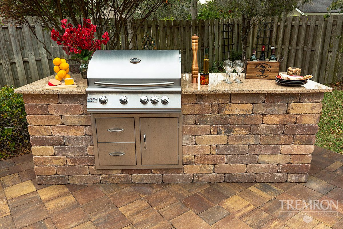 Create A Unique Outdoor Kitchen With Munich Wall Blocks From Tremron Tampa Florida Backyard Design Tuscan House