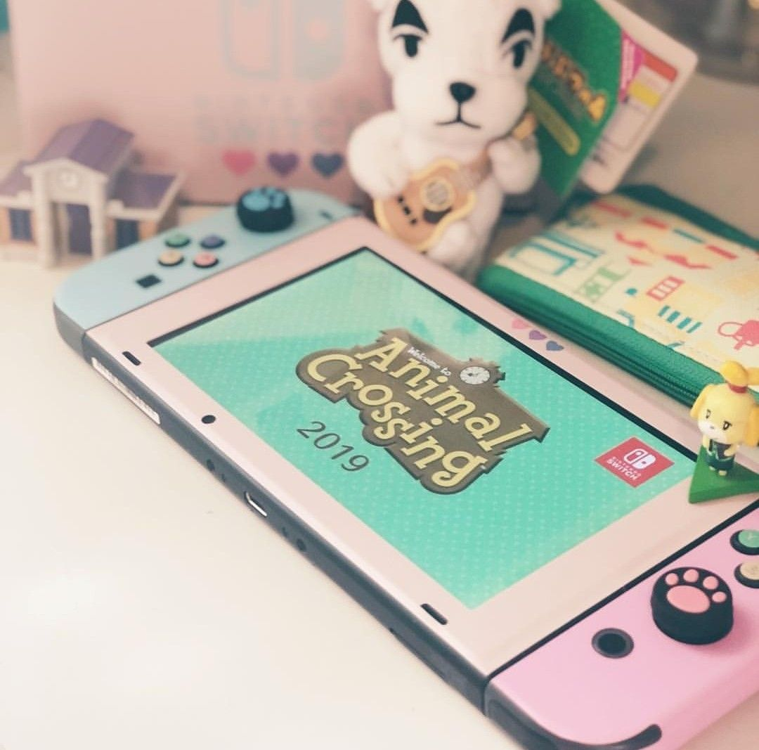 Pin by 𝒽. 𝒷𝓇𝓊𝓃𝓉𝑜𝓃 on gaminggg | Nintendo switch case ... on Animal Crossing Bedroom Ideas New Horizons  id=44444