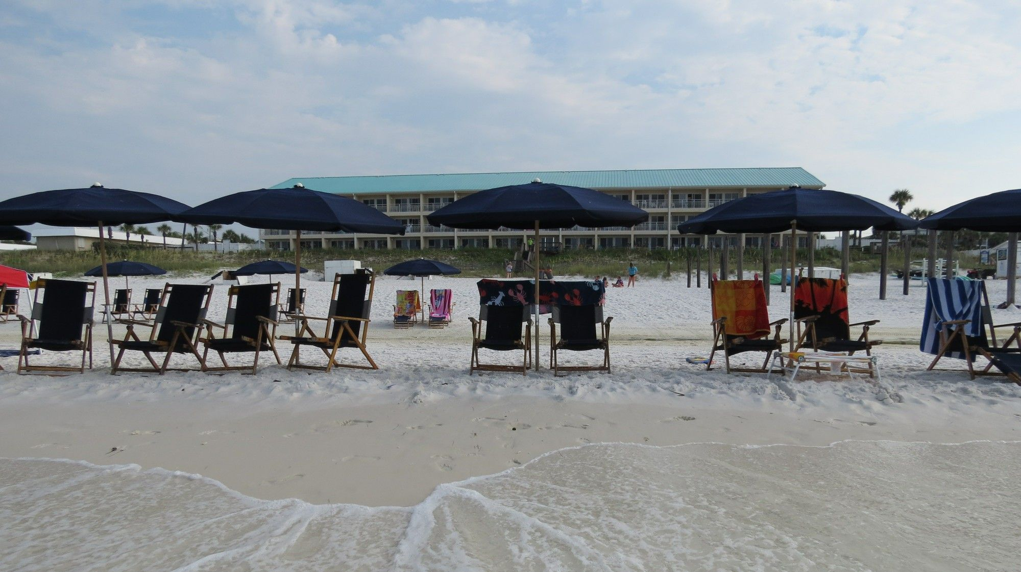 Complimentary Beach Service At Crystal Sands In Destin Fl Vacation Rental Vacation Beach Vacation