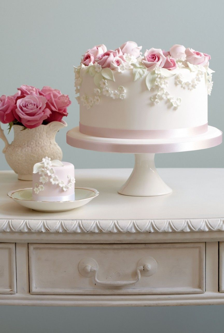 peggy porschen rose lilly of the valley sponge cake maigl ckchen. Black Bedroom Furniture Sets. Home Design Ideas