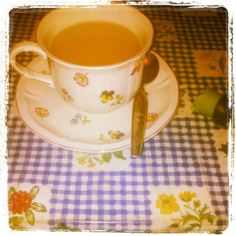 Twinings lemon & ginger tea + punschrulle.