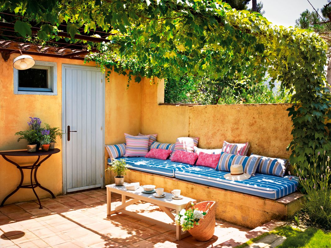 Exterior Con Banco De Obra Con Cojines En Pared Ocre 323918  # Cojines Muebles Terraza