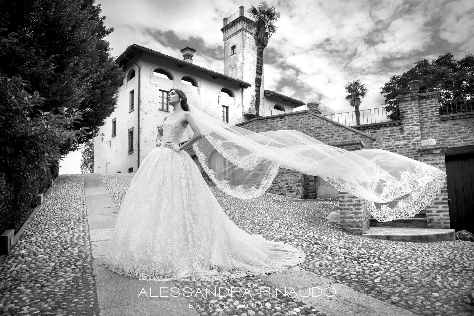 La quintessenza dell'eleganza. Dettagli di alta sartorialità. Bridal Collection