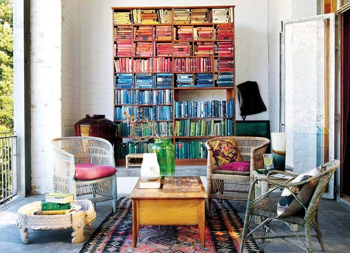 Casa amarilla en la playa Rincones de lectura   Reading corner - bibliotecas modernas en casa