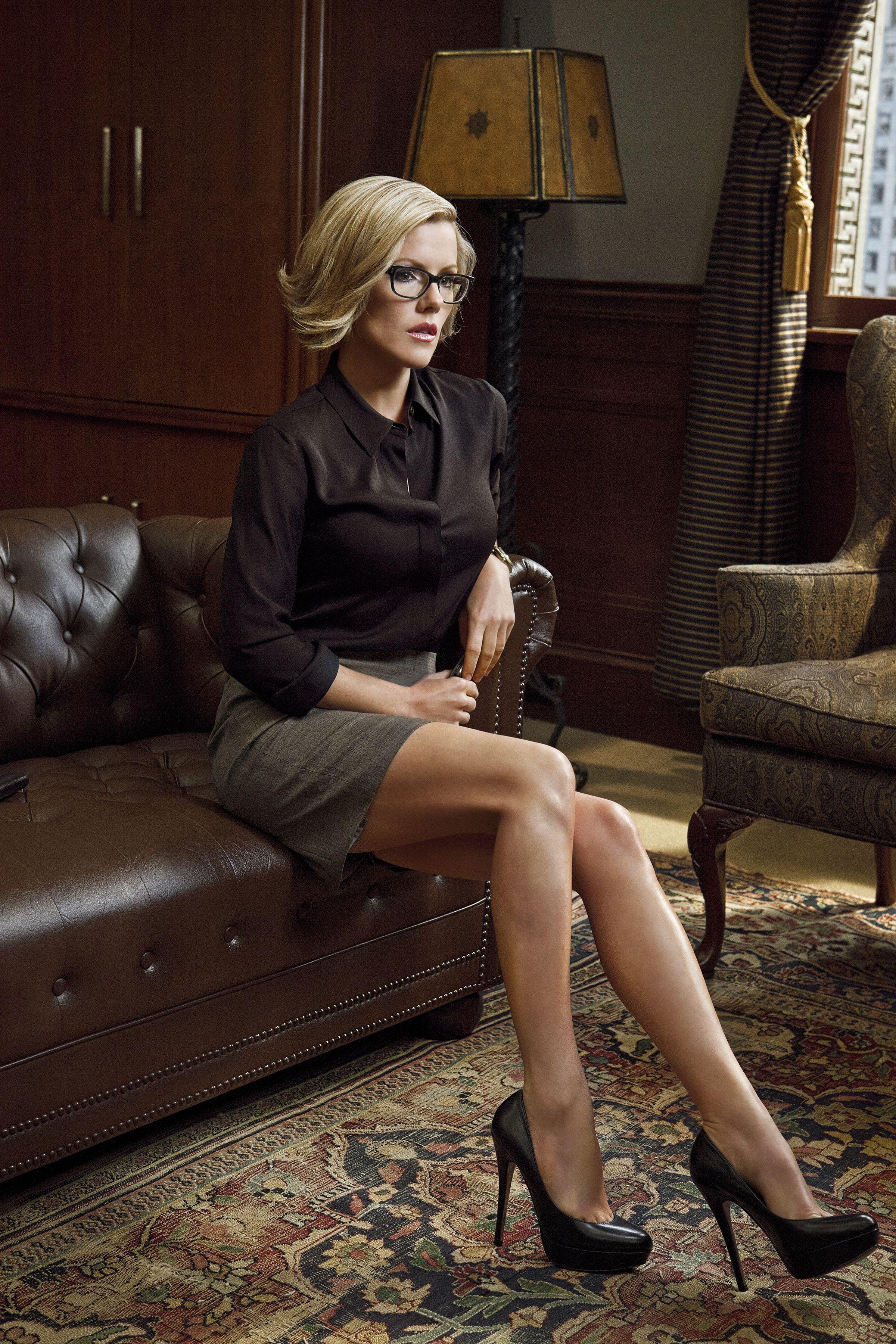 Kathleen robertson in boss