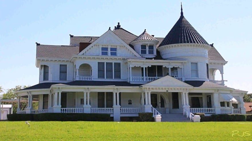 33 Different Types Of Houses Around The World With Pictures Modern Victorian Homes Victorian Homes Old Victorian Homes
