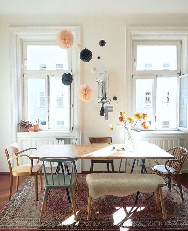 Tisch mit verschiedenen Stühlen </div>                                   </div> </div>       </div>                      </div> <div class=