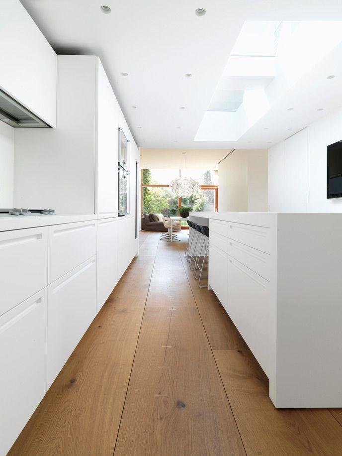 Lackierte Küchenfronten weiß lackierte küche auf eichenboden oak dinesen home