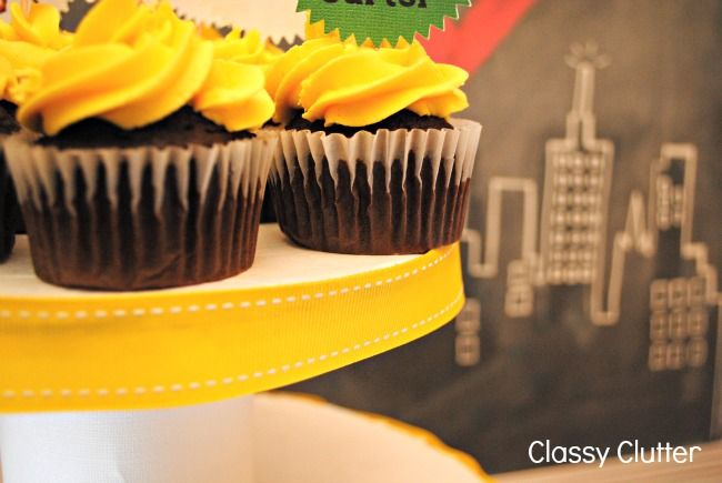 Classy Clutter: DIY Cupcake Tower {under $5 in under 30 minutes}