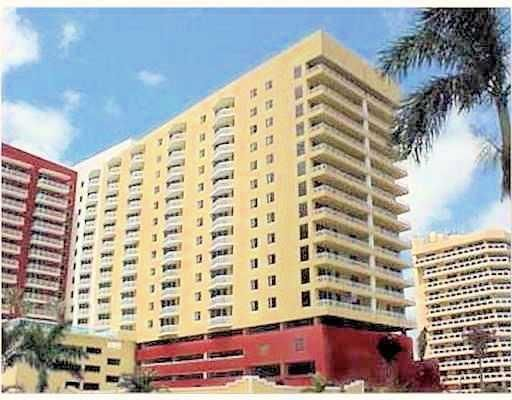 Elena Glatko Just Listed In Theslade 2 Bedroom 2 Bath C For Sale In Westpalmbeach West Palm Beach Palm Beach West Palm Beach Florida