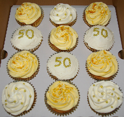 golden wedding cake with cupcakes 50th wedding anniversary cupcakes wedding deco idea 14779