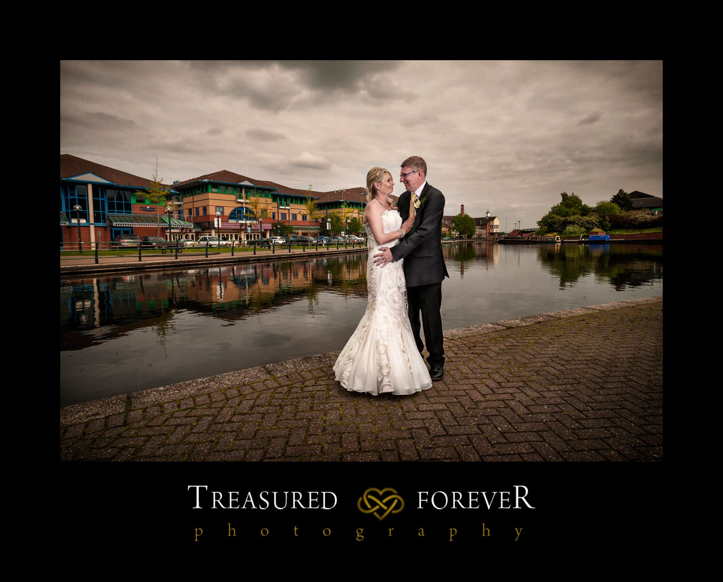 budget wedding photography west midlands%0A Merry Hill Wedding Photographers  The Copthorne Hotel Dudley  Tracey  u      Dave