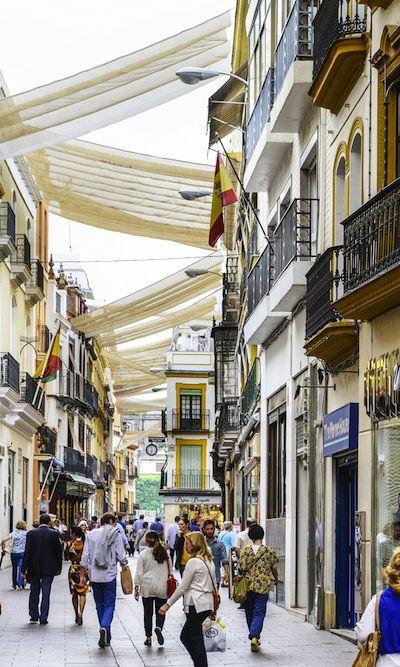 Calle Sierpes En Sevilla La Tradicional Calle Es Una De Las