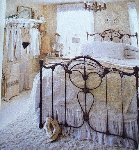 An Old Iron Bed Is All That S Needed To Bring Contrast To This