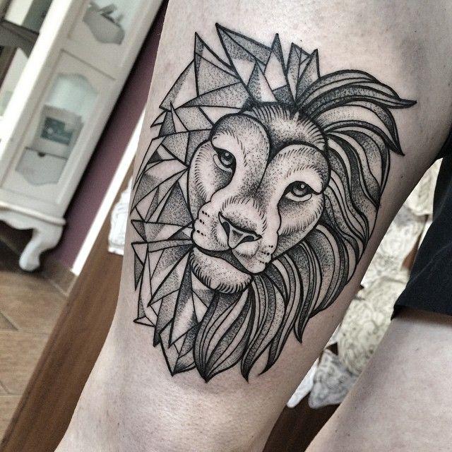pingl par de guis sur mod le tatouage lion tattoo tattoos et lion tattoo design. Black Bedroom Furniture Sets. Home Design Ideas