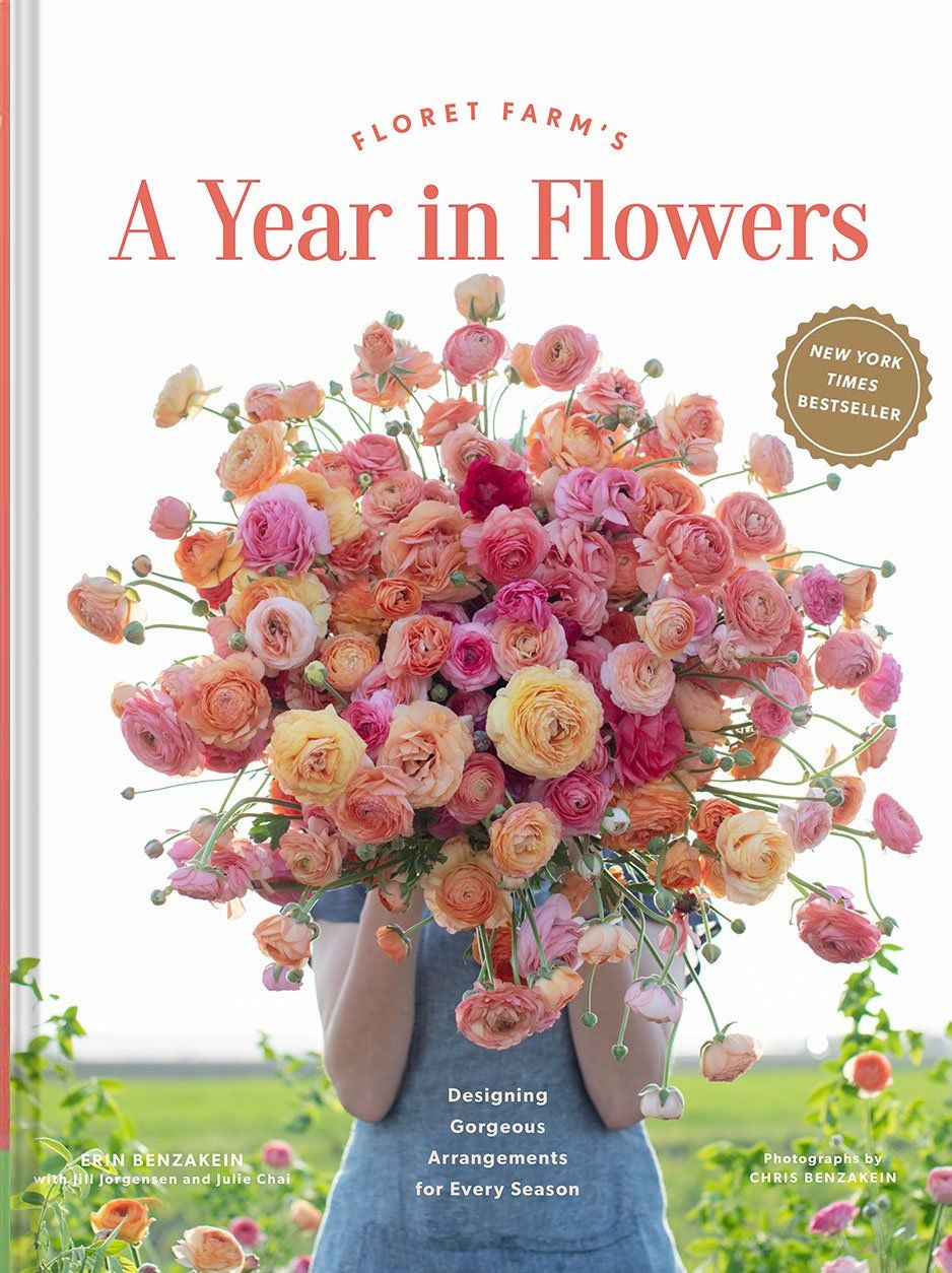 DESIGNING GORGEOUS ARRANGEMENTS FOR EVERY SEASON Brimming with gorgeous photography and practical design techniques, this new book by beloved flower farmer and floral designer Erin Benzakein illustrates beautiful seasonal bouquets that anyone can make and everyone will enjoy. Each seasonally-inspired chapter engages and encourages readers to observe the colors and textures of the natural world around them and incorporate locally-grown ingredients while creating centerpieces, posies, and other fl