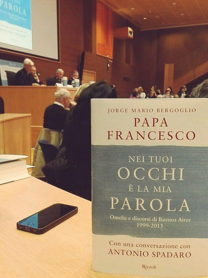 #PapaFrancisco reúne en un libro sus homilías.  #BestSeller
