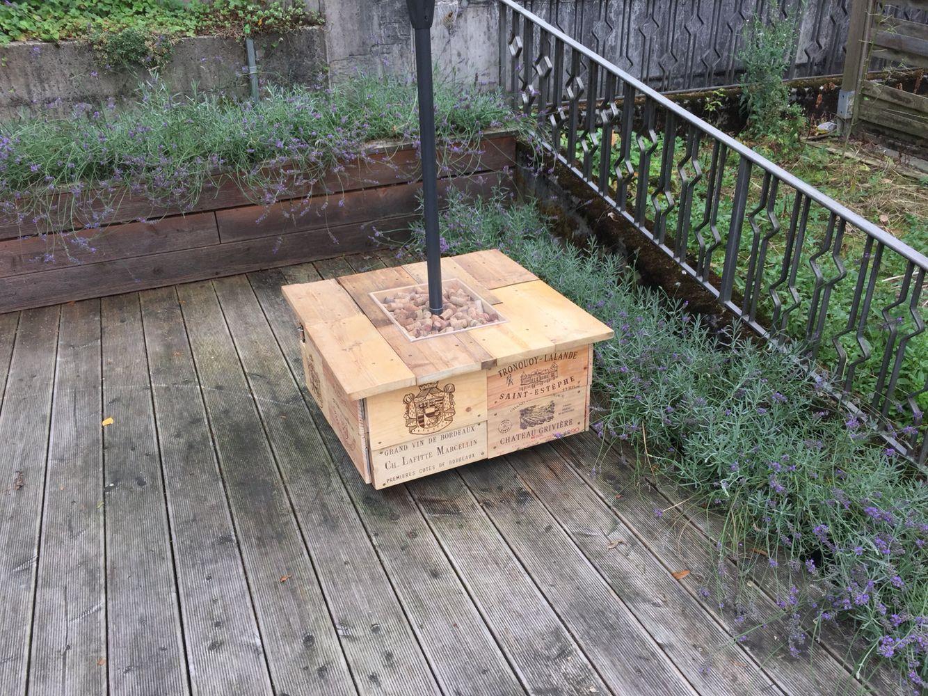 Fahrbarer Sonnenschirmstander Aus Alten Weinkisten Balkon Garten