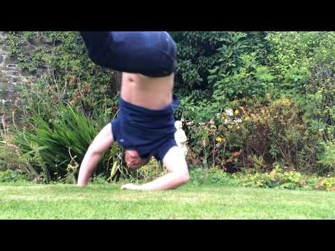 6 Easy Steps To Learn How To Handstand Walk Handstand Training Handstand At Home Workouts